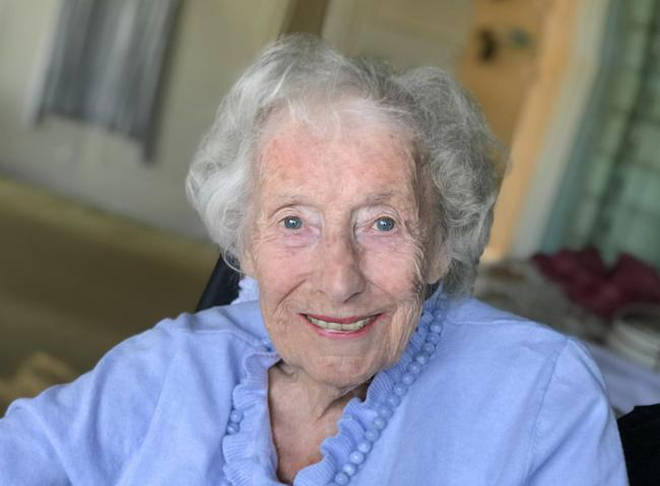 Dame Vera Lynn tells UK to 'pull together' through coronavirus