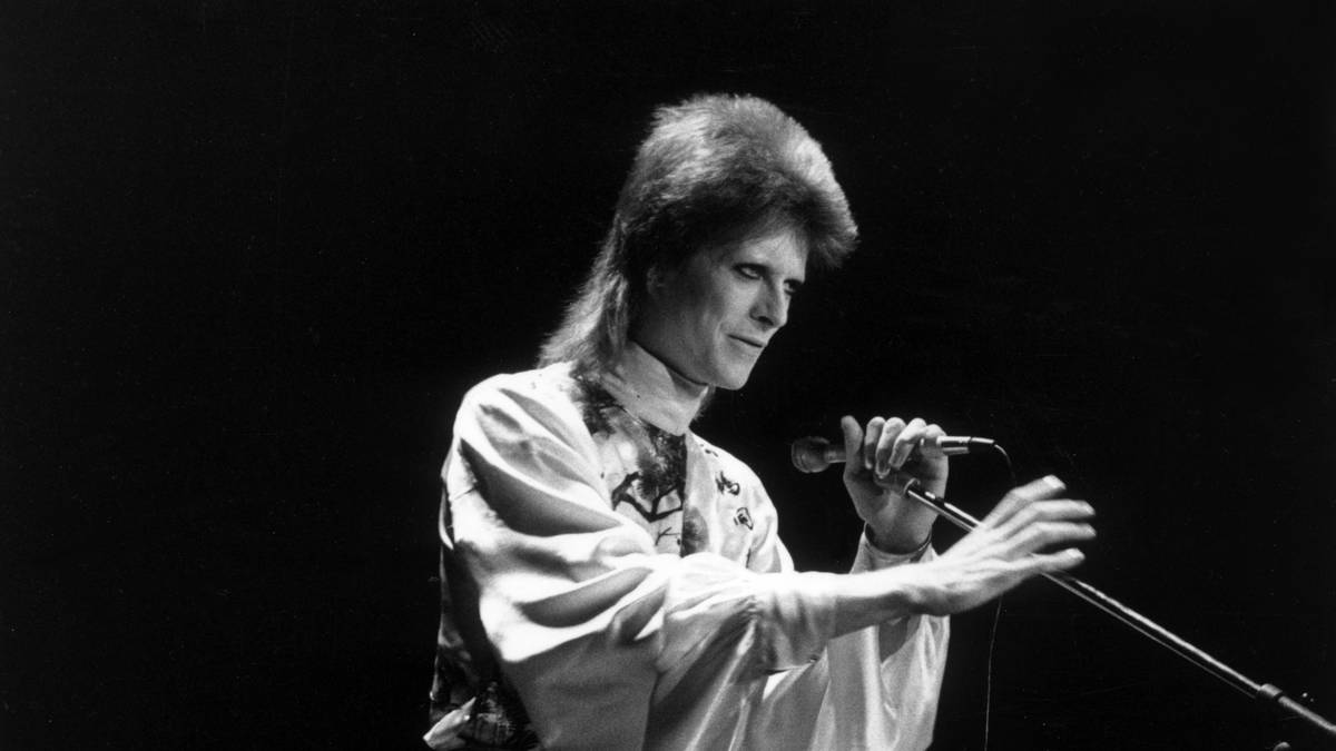 Listen To The First Demo Of David Bowie's 'Starman'